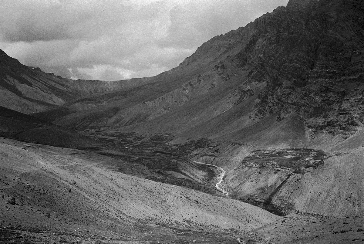 The approach to SirSirLa pass, Photoksar, Ladakh 1978 - Tim Trompeter